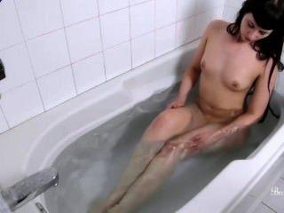 Brookelynne Briar Toma Un Baño Caliente Y Juega Con Su Mojado, Rosa Pusy