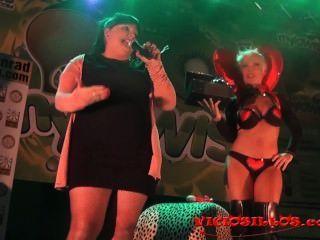 Evita De Luna Juguetes Sexuales Divertidos Y Tappersex En El Escenario Por Viciosillos.com