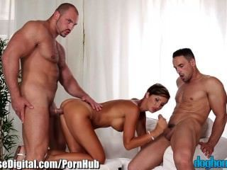 Doghouse Bisexual Mmf Sexo Anal Y Soplado