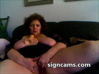 Abuelita Desagradable Folla Su Coño Maduro Con Juguete Sexual Grande En Webcam