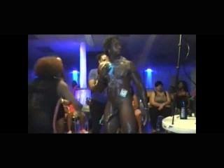 El Stripper Masculino Seduce A La Patrona Femenina Sumisa.extremadamente Caliente.