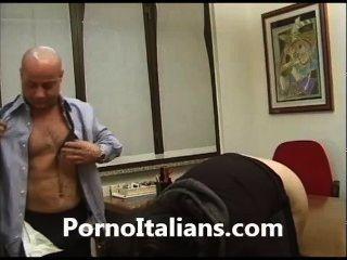Milf Italiano Coño Pelo Milf Italiana Dalla Figa Pelosa Bagnata Dal Cazzo